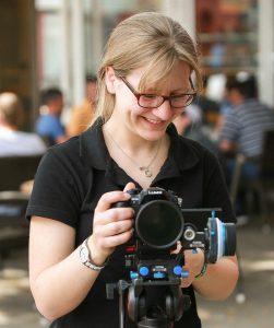 Videoproduktion Madeline Sprock an der Kamera