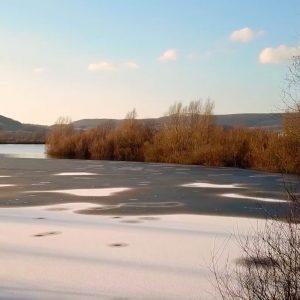 Luftaufnahmen eines gefrorenen Sees bei Holzminden